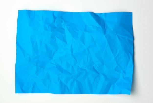 Folha de papel retangular azul amassada