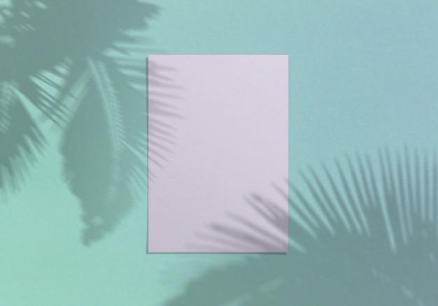Folha de papel vertical branca em branco 5x7 polegadas com sobreposição de sombra de palma
