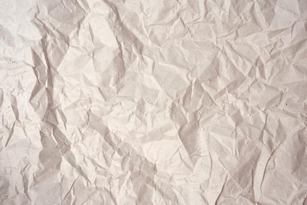 Folha em branco amassada de papel kraft cinza, textura para o designer