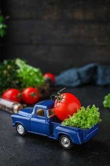 Folhas de alface, tomate, salada saudável de legumes