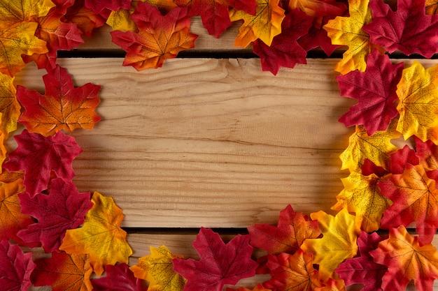 Folhas de outono com copyspace