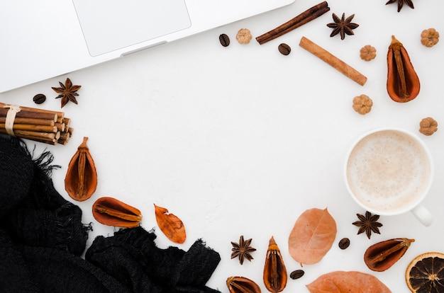 Folhas de outono plano leigos com espaço de cópia