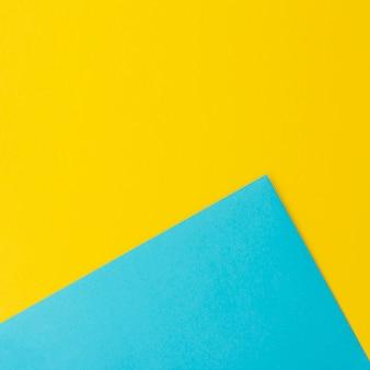 Folhas de papel azul e amarelo com espaço de cópia