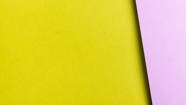 Folhas de papel colorido com espaço de cópia