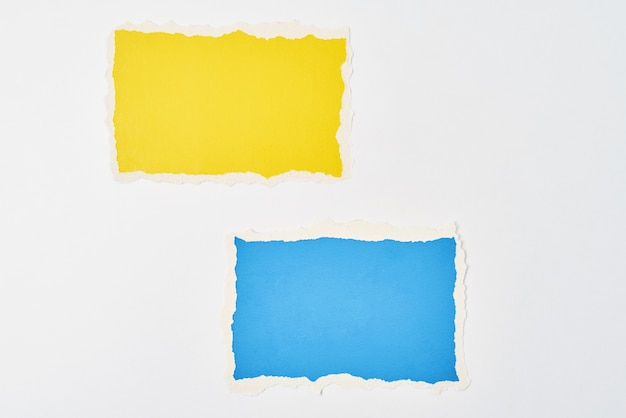 Folhas de papel colorido rasgado com bordas rasgadas