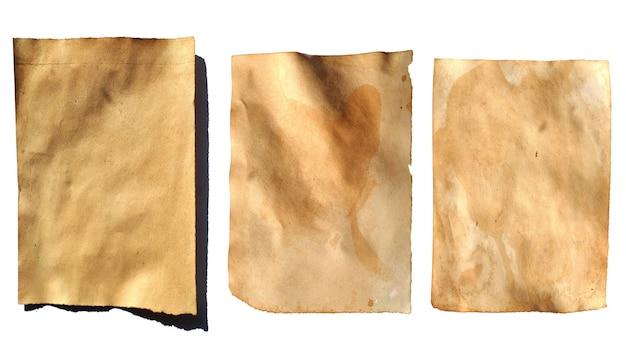 Folhas de papel velhas isoladas em um fundo branco. folhas manchadas vintage. foto de alta qualidade