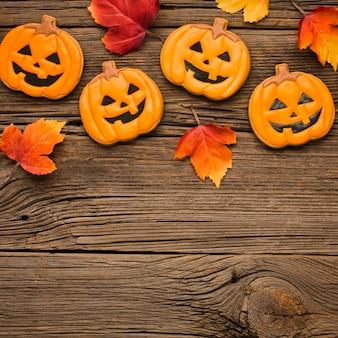 Folhas e adesivos de festa de halloween de vista superior