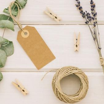 Folhas, etiquetas e elementos do casamento