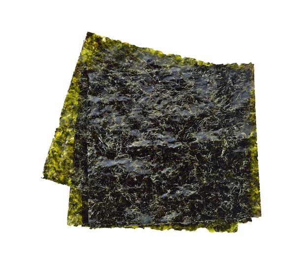 Folhas nori isoladas em branco