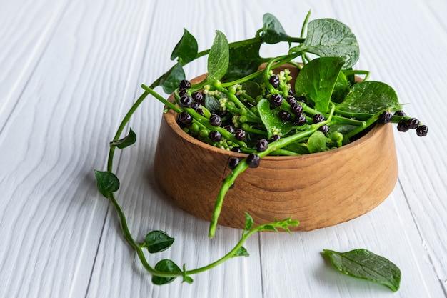 Folhas vegetais de basella alba para a saúde.