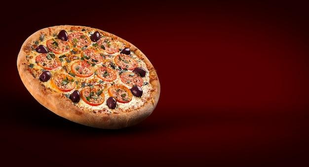 Folheto promocional de conceito e pôster para restaurantes ou pizzarias, template com deliciosa pizza, azeitona, tomate, queijo mussarela.