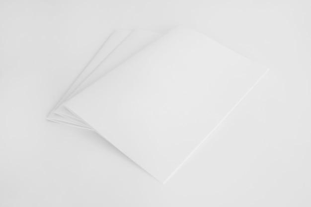Folhetos em branco
