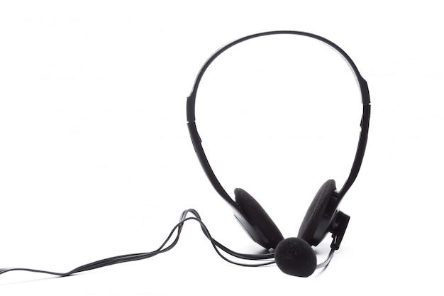 Fone de ouvido com microfone isolado no branco