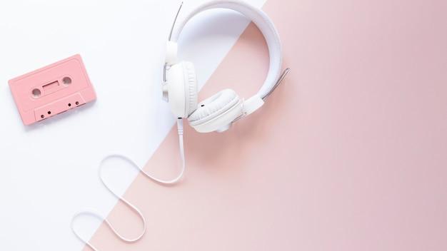 Fone de ouvido com vista superior e espaço para cópia
