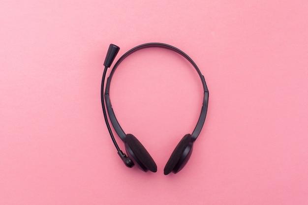 Fone de ouvido de áudio na cor de fundo