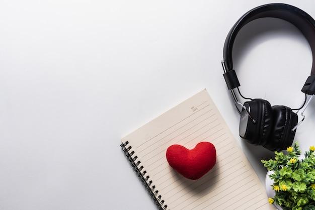 Fone de ouvido e celular, conceito de música