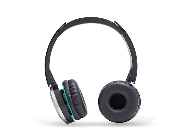 Fone de ouvido preto isolado no branco