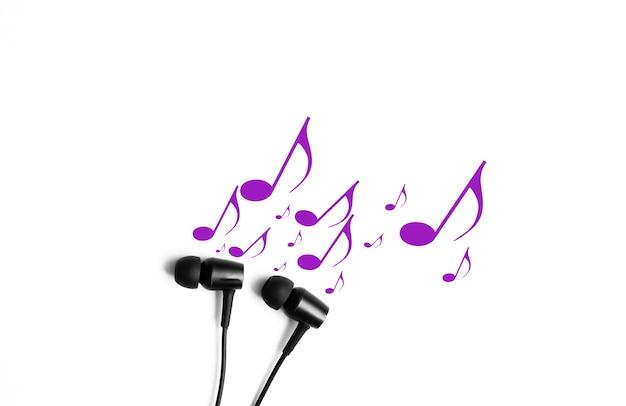Fones de ouvido com notas. conceito de música moderna. tecnologia de áudio.