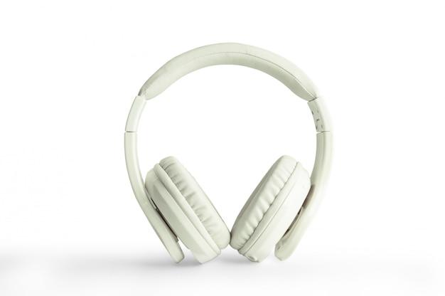 Fones de ouvido, couro branco, isolado no fundo branco com traçado de recorte