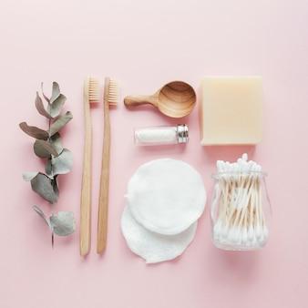 Fones de ouvido de bambu, escovas de dente, fio dental natural, almofadas de remoção de maquiagem de algodão, shampoo e barras de enchimento