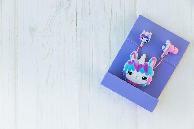 Fones de ouvido de unicórnio de lulas empacotados para crianças em pacote roxo