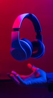 Fones de ouvido para ouvir música.