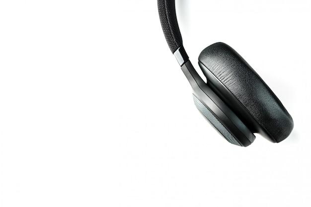 Fones de ouvido pretos em branco