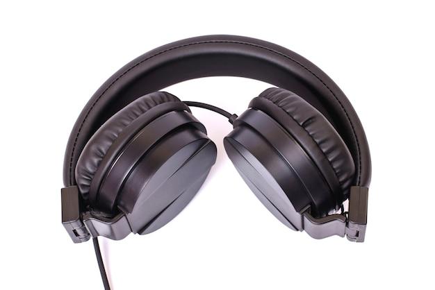 Fones de ouvido pretos isolados