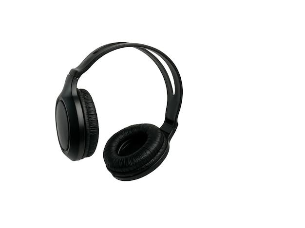 Fones de ouvido sem fio pretos e modernos em um branco isolado.