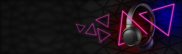 Fones de ouvido sem fio pretos sobre um fundo escuro com triângulos brilhantes.