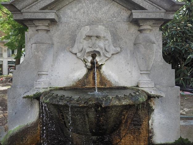 Fontana dei mascheroni em torino