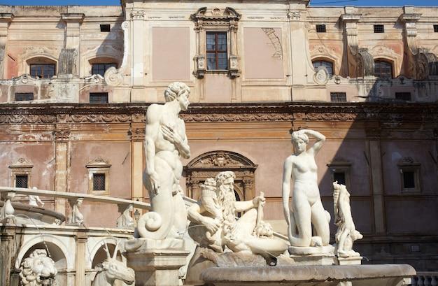Fontana delle vergogne na piazza pretoria em palermo