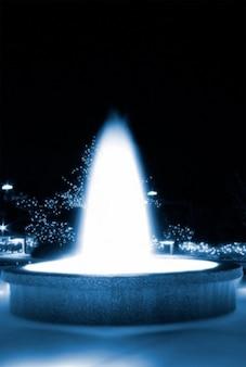 Fonte azul brilhante