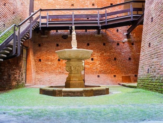 Fonte, castelo sforzesco, milão