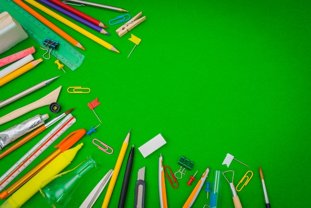 Fontes de escola no quadro-negro verde