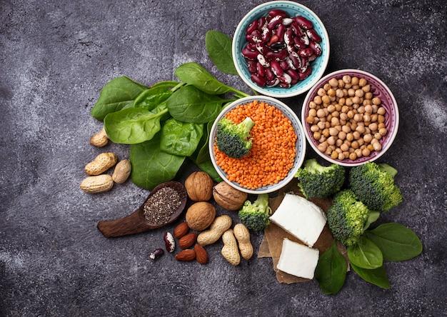 Fontes veganas de proteína. conceito de comida saudvel. foco seletivo