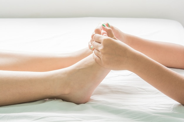 Foot and oil massage spa e pele