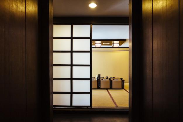 Fora da sala de jantar de estilo japonês