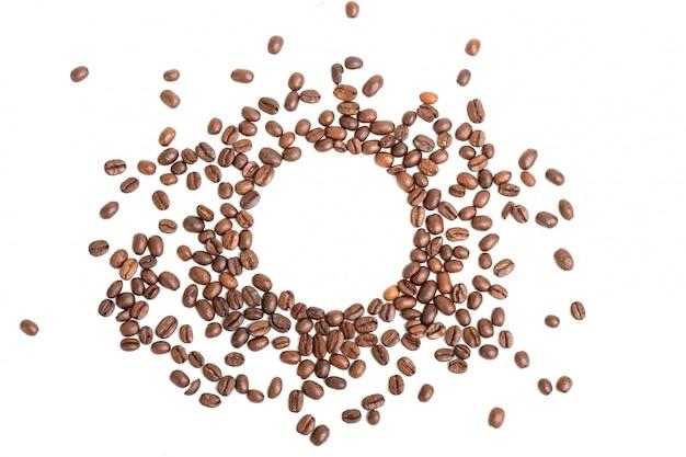 Forma de círculo feita de grãos de café, frame