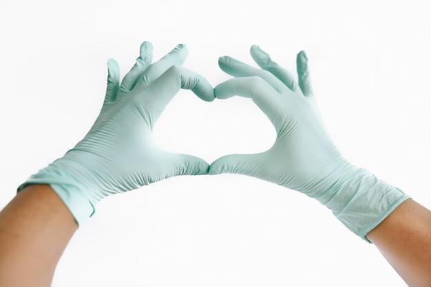 Forma de coração de luvas médicas