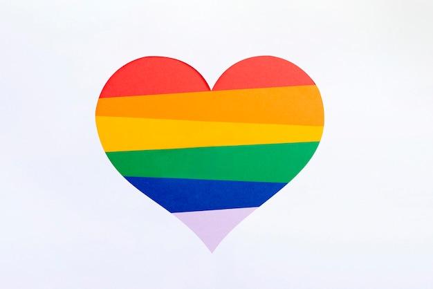 Forma de coração grande nas cores do arco-íris