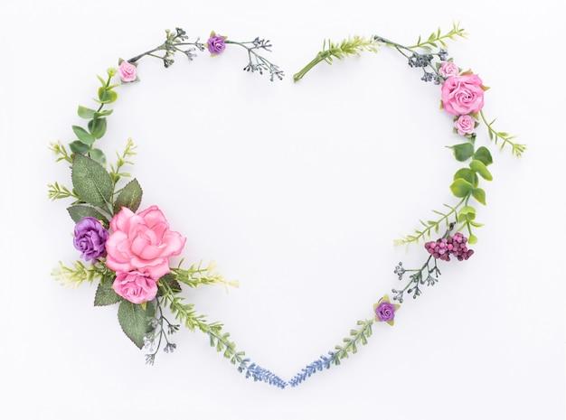 Forma de coração rosa flor e folhas