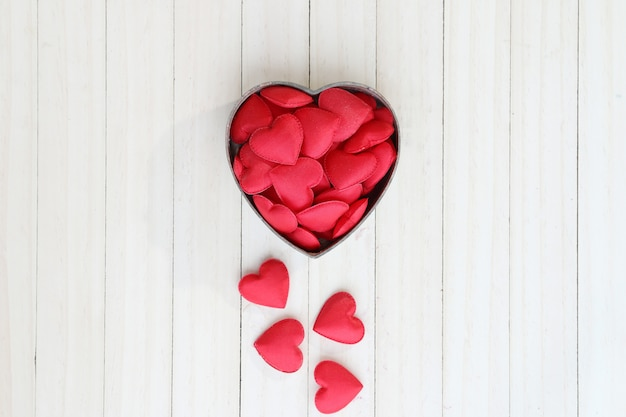 Forma de coração vermelho na caixa.