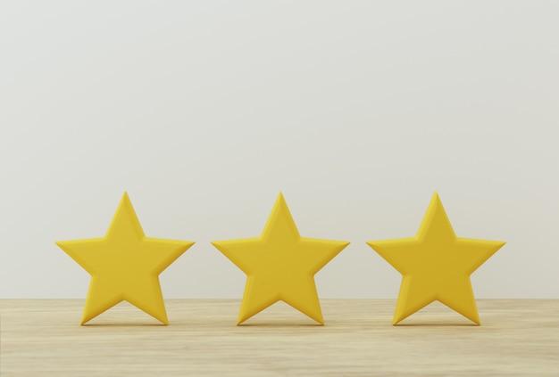 Forma de estrela amarela três na mesa. a melhor classificação de serviços empresariais excelentes para satisfação.