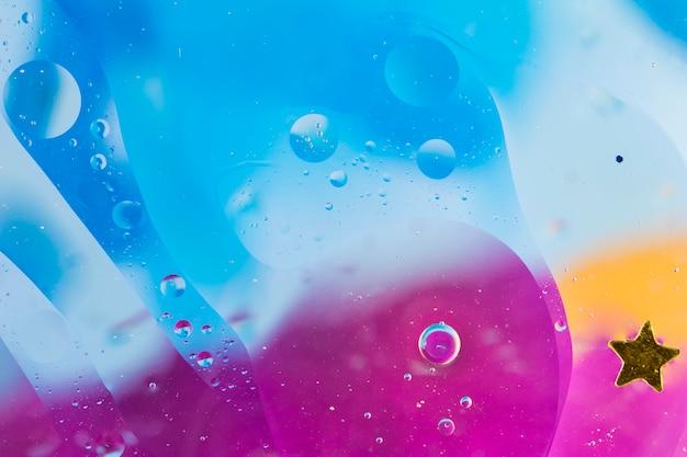 Forma de estrela sobre o plano de fundo texturizado de bolha