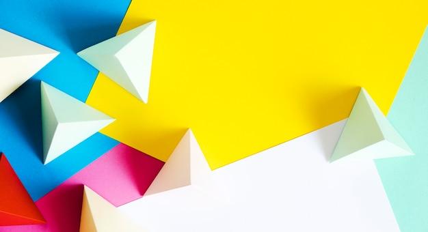 Forma de papel triangular com cópia-espaço