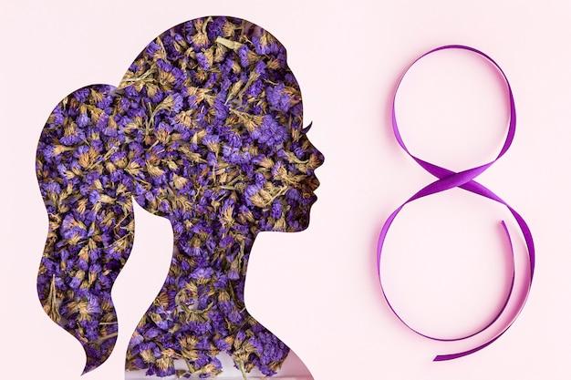 Forma de retrato feminino floral para o dia da mulher e fita