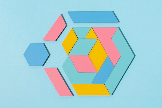 Forma geométrica colorida de vista superior