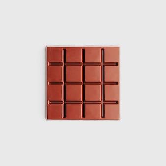 Forma quadrada de chocolate escuro em branco