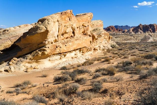 Formação de arenito amarelo no deserto do sul de nevada